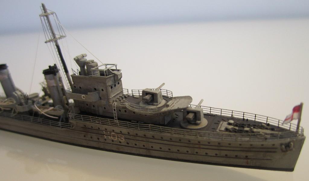 HMS Eclipse 1/700 Tamiya par Nesquik TypeE10