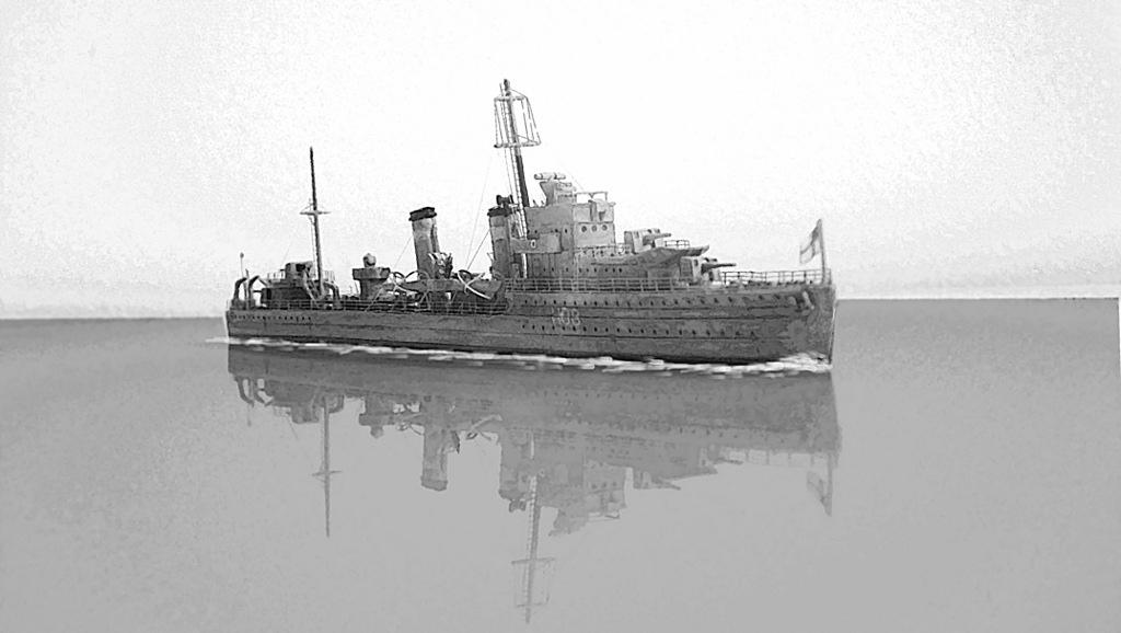 HMS Eclipse 1/700 Tamiya par Nesquik TypeE12