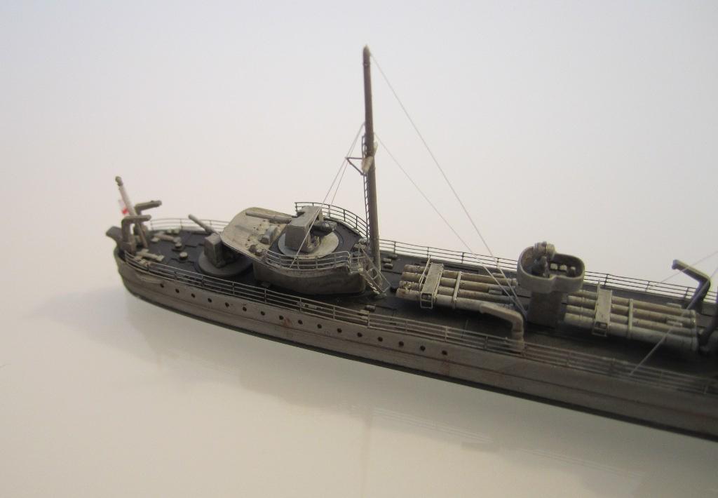 HMS Eclipse 1/700 Tamiya par Nesquik TypeE9